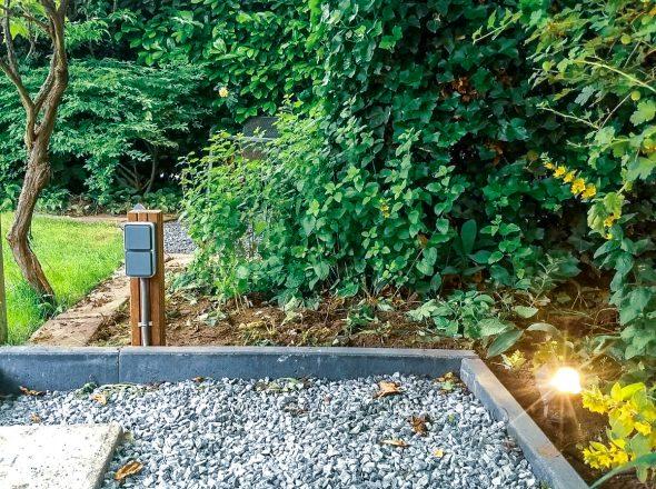 Tuin voorzien van buiten wandcontactdozen en spots